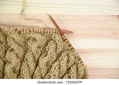 Knitting with wooden knitting needles