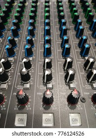 knobs on a mixet