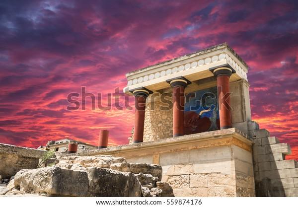Palacio Knossos, isla Creta, Grecia. Detalle de las antiguas ruinas del famoso palacio minero de Knossos.