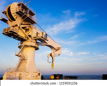 Knuckle jib crane type for heavy 250 tonnes lifting mount aboard offshore vessel