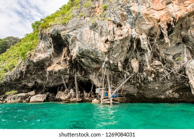 Ko Phi Phi Lee Islands, Krabi / Thailandia - 24/08/2018: View From The Private Taxi Boat of The Viking Cave Ko Phi Phi Island Thailand