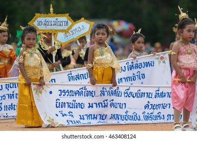 KO SAMUI,SURAT THANI - JULY 27-30 : Unidentified Thai students 4 - 18 years old participants in action during sport day  in ko samui, Surat Thani, Thailand.