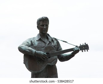 KOBE, JAPAN - NOVEMBER 23, 2016 : The Elvis Presley statue in Kobe Harborland. The statue had been in Harajuku, Tokyo since 1987 and it was moved to Kobe in 2009.