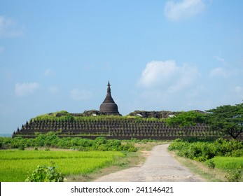The Koe-thaung Temple, the temple of the 90,000 Buddhas, built by King Min Dikkha during the years 1554-1556 in Mrauk U, Rakhin State in Myanmar.