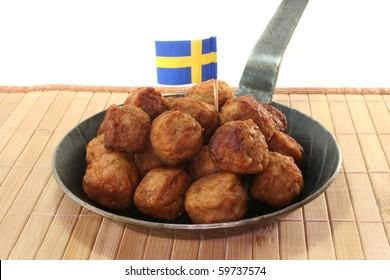 Koettbullar in a pan with Swedish flag