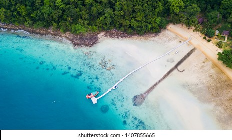 Koh Rang in Mu Koh Chang National Park, Trat, Thaialnd: Popular places that tourists like to dive, watch fish and underwater coral.