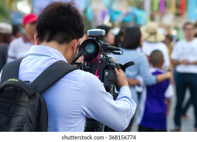 KOh Samui Suratthani, Thailand - January 24,2016 : A video camera man shooting the news