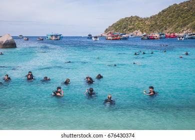 KOH TAO, SURAT THANI, SEPTEMBER 18, 2016 : group of scuba diving training before the dive, Koh Nang Yuan island next to Koh tao, Surat Thani, Thailand