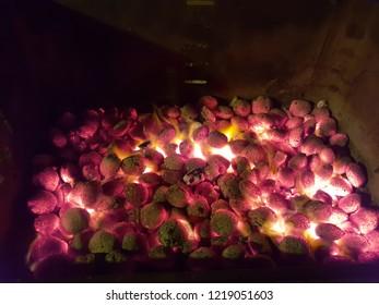 Glühende Kohle auf dem Grill