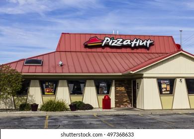Kokomo - Circa October 2016: Pizza Hut Fast Casual Restaurant. Pizza Hut is a subsidiary of YUM! Brands I