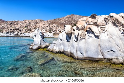 Kolimbithres is one of the most famous beaches of Paros and is located in the huge bay of Naoussa.