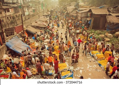 KOLKATA, INDIA - JAN 13: Crowd of busy people buying flowers at Mullik Ghat Flower Market on indian street on January 13, 2016. More than 125 years old market has near 2000 sellers workers every day