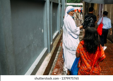 KOLKATA, INDIA. JUL 23, 2017: Catholic Sister is talking with children in front of House of Mother Teresa in Kolkata, India.