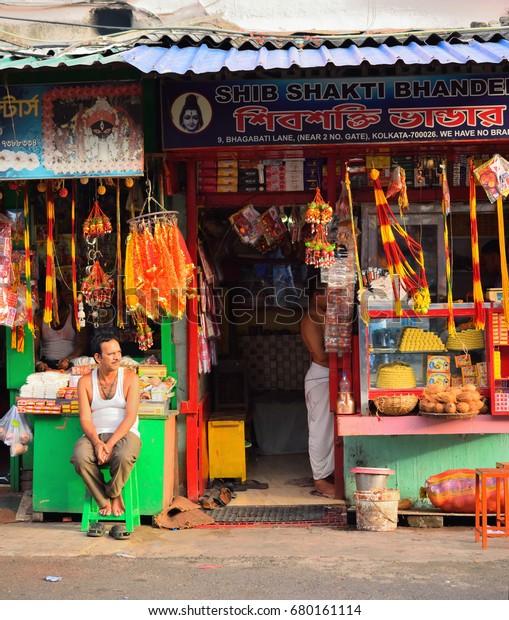 Kolkata India July 16 2017 Man Stock Photo (Edit Now) 680161114