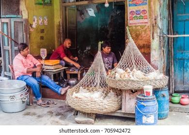 KOLKATA, INDIA - OCTOBER 31, 2016: Chicken sellers in the center of Kolkata, India