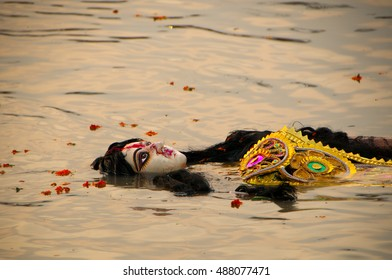 KOLKATA - OCT 17: Devotees immerse huge decorated Durga idol in Hubli river during Durga Puja festival on October 17, 2010 in Kolkata, India. Durga puja is the biggest festival in West Bengal