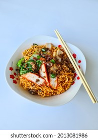 Kolo mee served with minced pork is one of sarawak popular food. - Shutterstock ID 2013081986