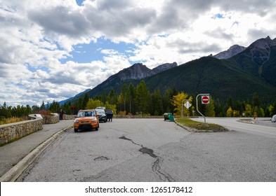 Kootenay Valley Viewpoint on Kootenay Highway (Banff-Windermere Highway) in autumn, Kootenay National Park, Canadian Rockies, British Columbia, Canada