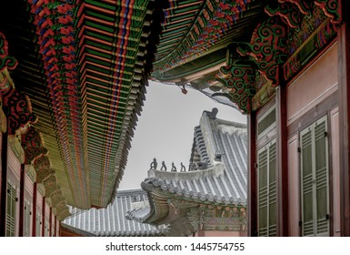 Korea, Gyeongbokgung Palace, roof tile, tile-roofed house, ancient palace, traditional multicolored paintwork on wooden buildings, dancheong