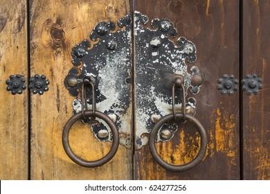 Door Knob On Pillar Traditional Doorknob Stock Photo 548343160 ...