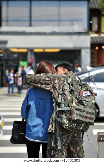 dating kaverit sotilas dating ja viestintä