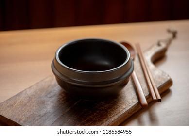 Korean clay pot(ttukbaegi) on wooden table