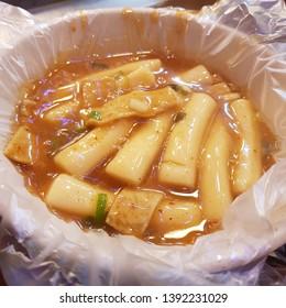 It's a korean food called Tteokbokki. The detail name is Garlic Tteokbokki