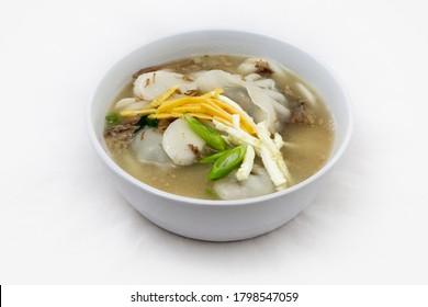 Korean food rice cake and Dumpling Soup, Sagol Tteok Mandu Guk