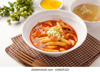 Korean food, rice cake stir fried with vegetable Tteokbokki