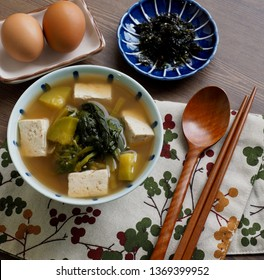 Korean food Soybean and spinach Paste Stew, doenjang guk, miso soup