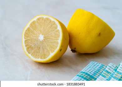 Korean Fruit Yuzu für Yuja Tea auch japanische Citron Half Cut. Gesunde Bio-Lebensmittel.