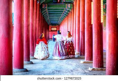 korean girls dressed hanbok in traditional dress in gyeongbokgung palace seoul korea