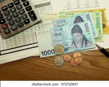 Korean money on finance account with calculator