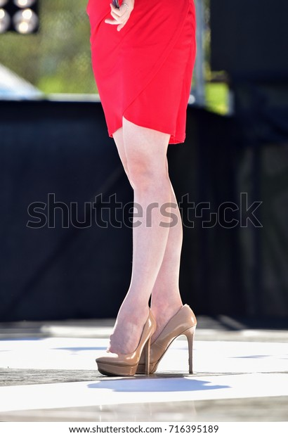 Korean women's legs and high-heeled shoes