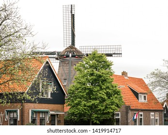 Korenmolen 't Lam is the oldest corn mill in Friesland and is located in Woudsend in a residential area between the houses. Corn is ground every day. Built in 1740.