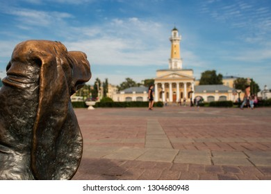 """Kostroma, Russia-July 2018: monument """"dog Bobka"""" and fire tower. This is one of the main symbols of Kostroma."""