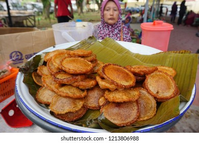 Kota Belud,Sabah-Oct 27,2018: Local street seller selling sabah favourite local snack Panjaram at Tamu Kota Belud. Tamu Besar Kota Belud is an annual big traditional market in Sabah, Malaysia.