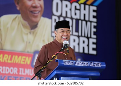 KOTA BHARU,KELANTAN - 21 jULY 2017 : Malaysian deputy prime minister Datuk Seri Ahmad zahid Hamidi delivered a speech in front of the people of ketereh at the tune board Ghaffar ykk, the past.