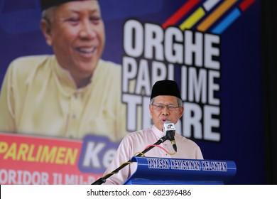 KOTA BHARU,KELANTAN - 21 jULY 2017 : Member of the Parliamentary MP Datuk Seri Mustapha Muhamad delivered a spaeech in front of the people of Ketereh at the tunnel hall Ghaffar ykk, peringat