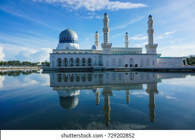 Kota Kinabalu Floating mosque in Sabah Borneo, Malaysia. Most famous landmark and tourist attraction in Sabah,Malaysia.