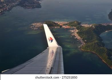 KOTA KINABALU, MALAYSIA - APRIL 17 : Malaysia Airlines Boeing 737-800 flying over Kota Kinabalu, Sabah Borneo on April 17 2015. Malaysia Airlines is a government-owned flag carrier of Malaysia.
