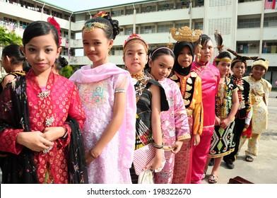 KOTA KINABALU, MALAYSIA - SEPTEMBER 14 : Children of SK Kolombong in Malaysia multi race costume to commemorate Malaysia Day on September 14, 2012 in Kota Kinabalu, Sabah, Malaysia.