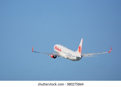 Kota Kinabalu Sabah Malaysia - Feb 22, 2016:Malindo aircraft Boeing 737-800 with registration no 9M-LNS pictured on Feb 22, 2016.The aircraft is owned by Lion Group based in Indonesia.