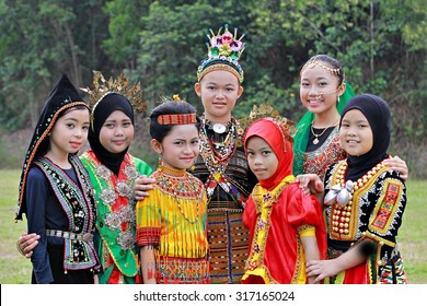 Kota Kinabalu, Sabah. September 15, 2015: School children attending school in their multiracial traditional costumes to celeberate Malaysia Day at Sk. Kolombong, Kota Kinabalu, Sabah, Malaysia.