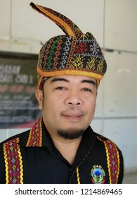 Kota kinabalu, sabah-Oct 29,2018: A man wearing the Kadazan traditional attire complete with a sigah, a hand woven head gear at an event.