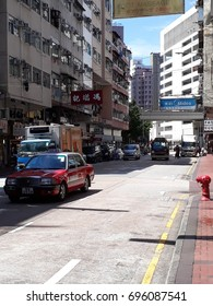 Kowloon, Hong Kong, China - Juli 22, 2017: 274 Temple Street, Yau Ma Tei, at daylight with cars, taxi, bus, buildings and signs