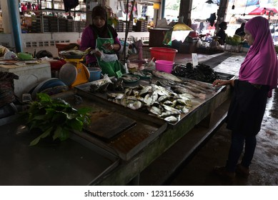 KRABI , THAILAND - OCTOBER 12,2018 : Sunday market walking street, Unidentified tourists walk shopping for souvenirs local craft a beauty & buying local food is delicious market held every sunday.