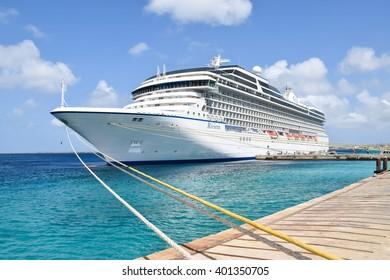 KRALENDIJK, BONAIRE : MAR 25, 2016 : Cruise Ship Riviera (Oceania Cruises) docked in port of Kralendijk in Bonaire, Netherlands Antilles on March 25th 2016.