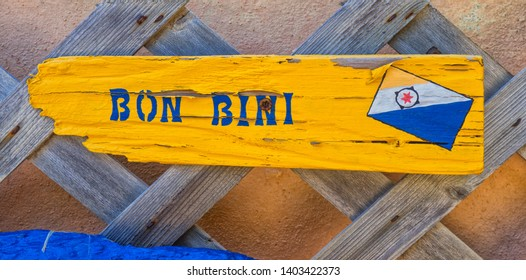 Kralendijk: Photo taken at the local entrance of a small private resort on Bonaire. It's common to say to people if they arrive BonBini what means Welcome in English. It's a timeless photo.