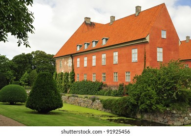 Krapperup main building was built in the mid-1500s over the remains of the medieval castle. Renovations during the 1700s gave the mansion its present appearance.